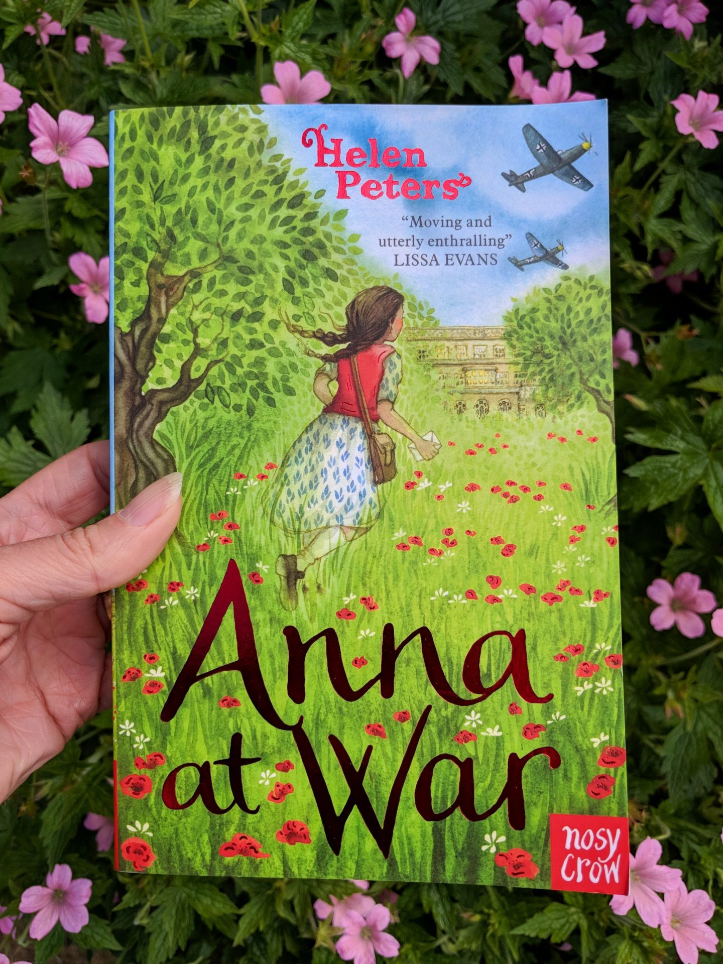 Childrens's Book Review: Anna at War by Helen Peters