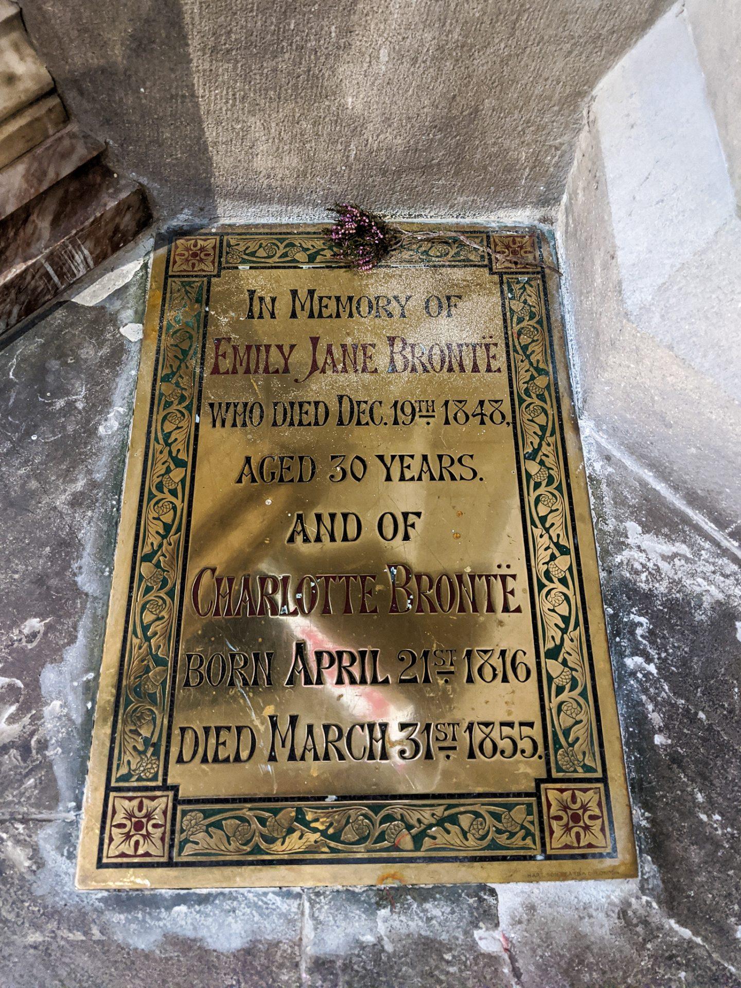 Memorial plaque to Emily Jane Brontë and Charlotte Brontë