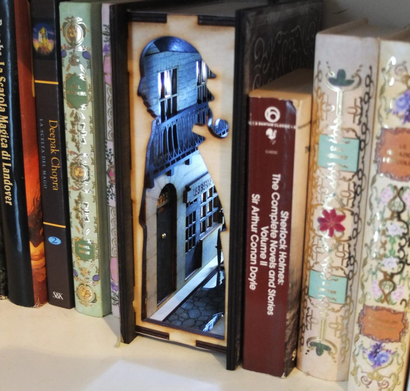 Book Nook Magic – 8 Tiny Rooms to Add to Your Bookshelves